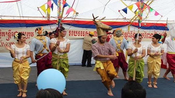 Robam Trot (Folk Dance)